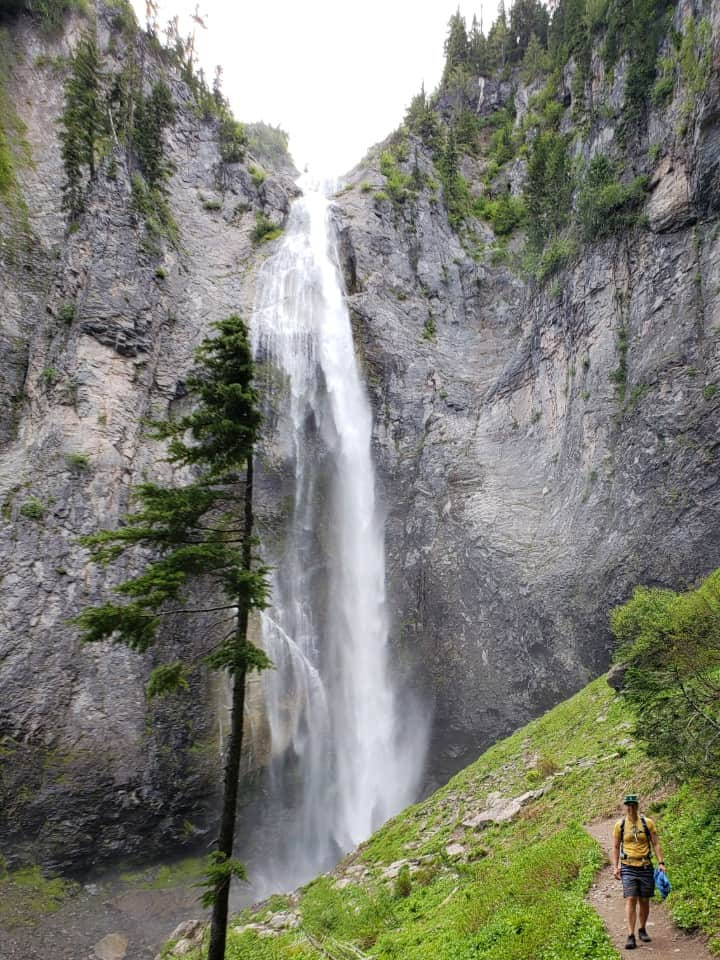 comet falls in mount rainier national park