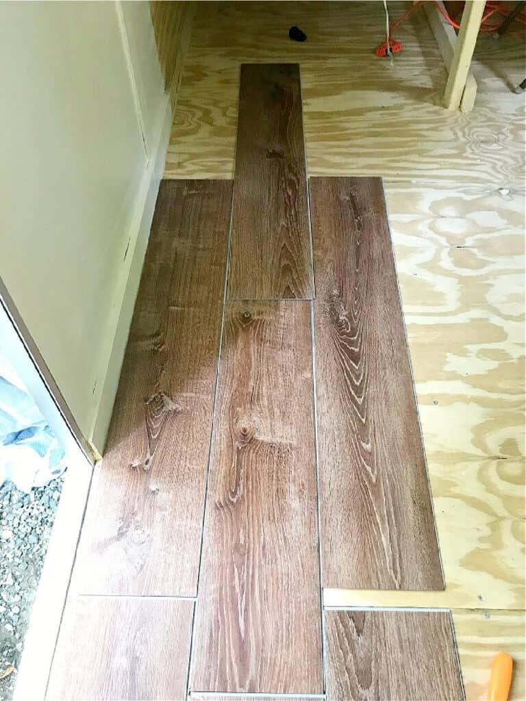 installing vinyl floor plank in RV